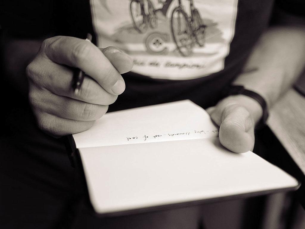 scrivere carta e penna