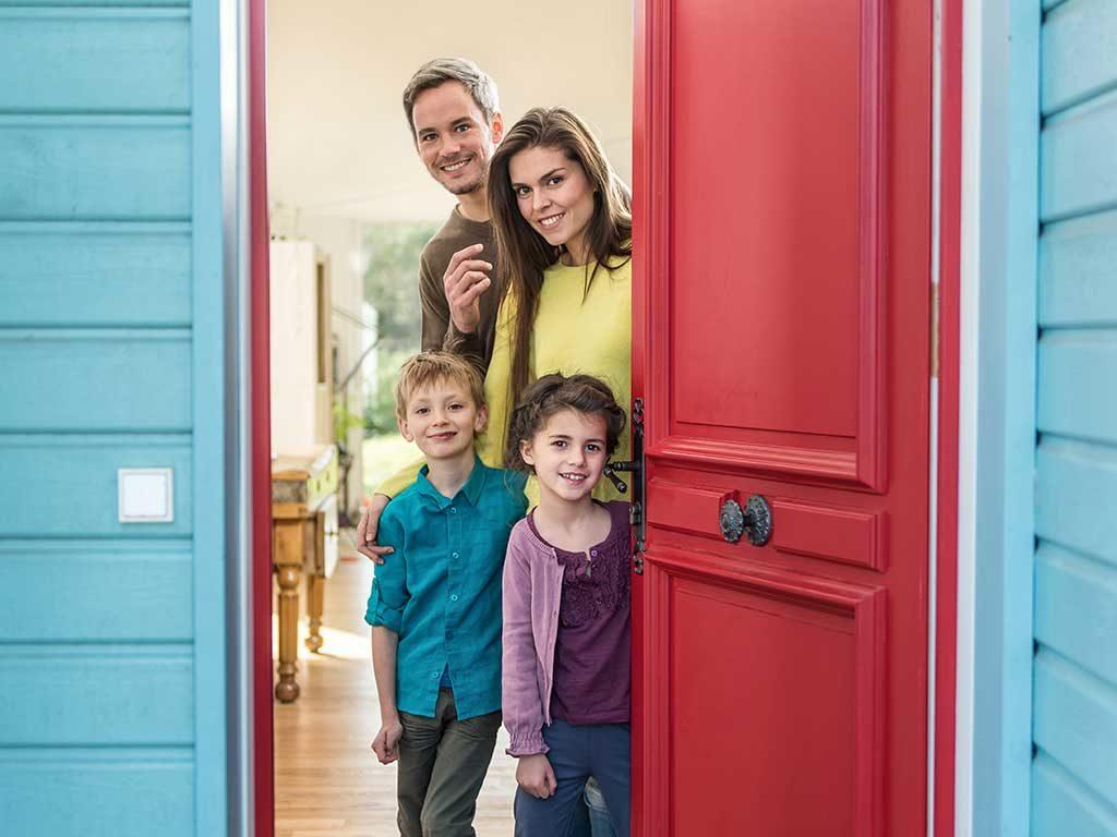 famiglia porta ingresso casa