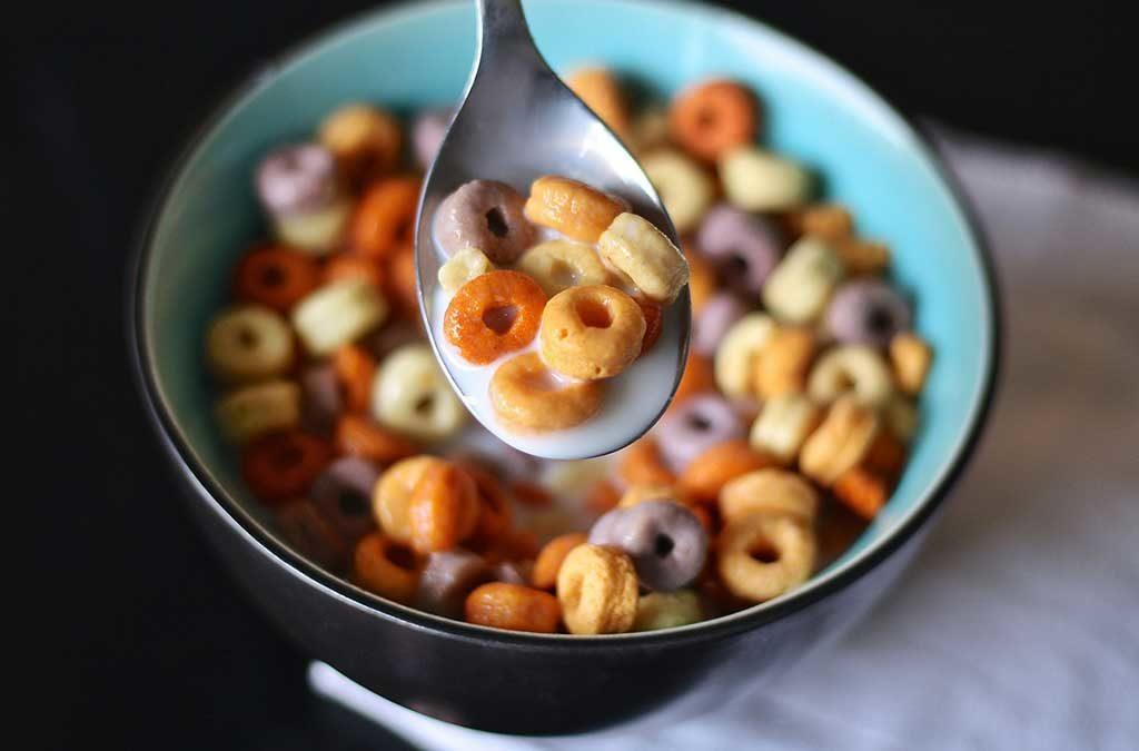 tazza cereali colazione cucchiaio