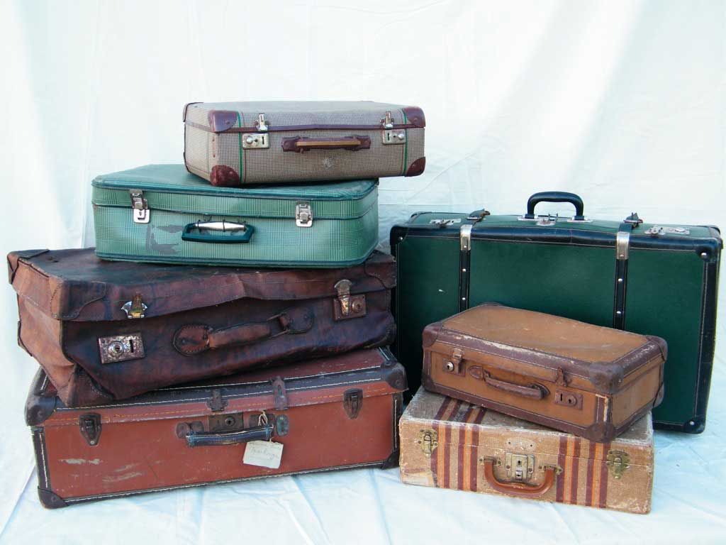 valigie impilate vari colori vintage