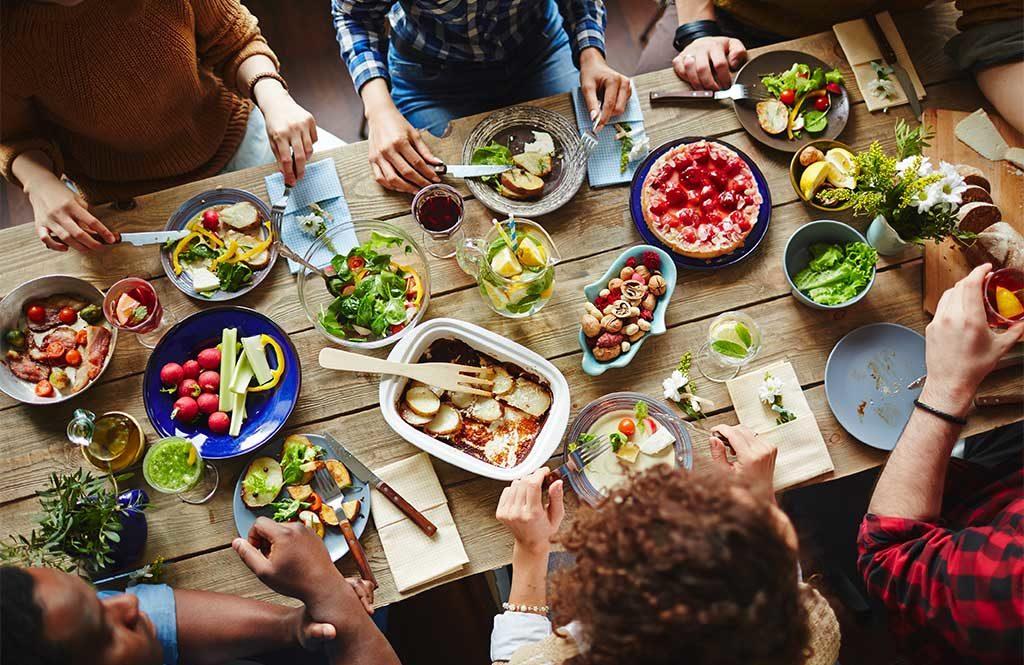 pranzo amici tavolo