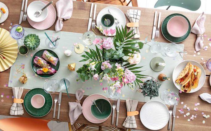tavola apparecchiata colorata