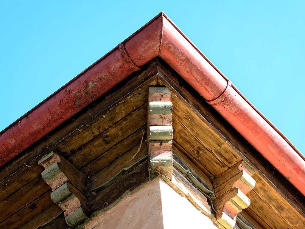 grondaia in rame montata sul tetto