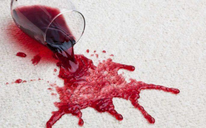 macchia vino rosso tessuto