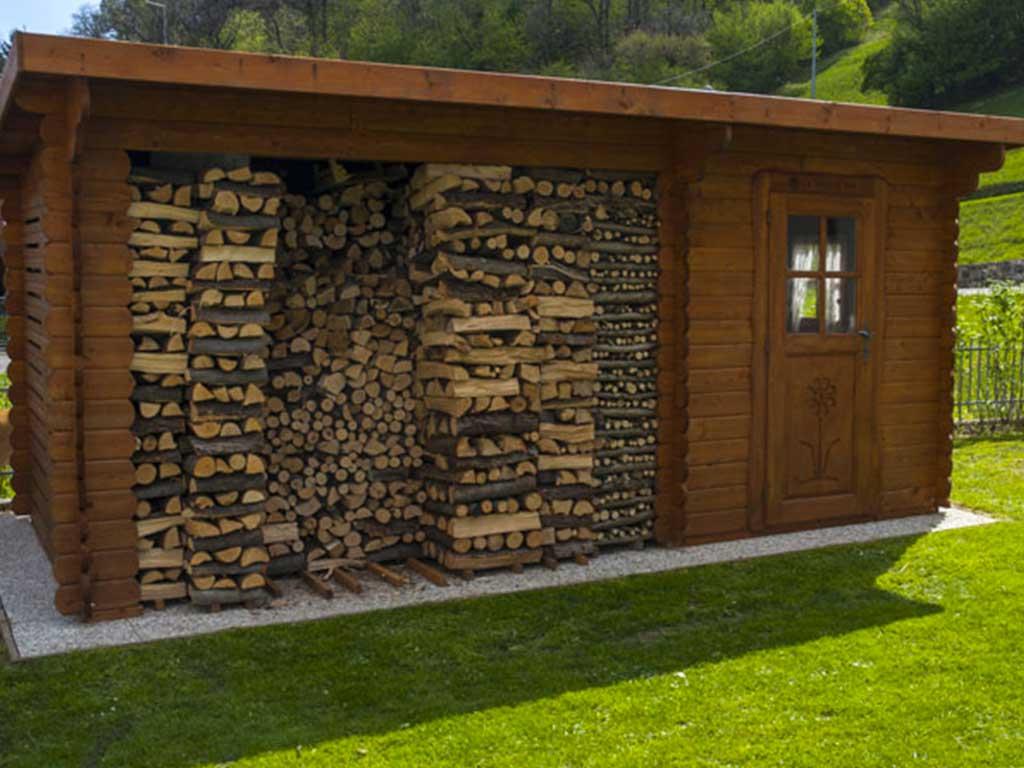 casetta rustica legnaia