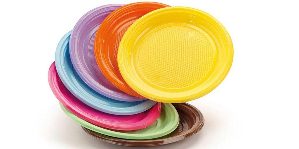 piatti di plastica colorati