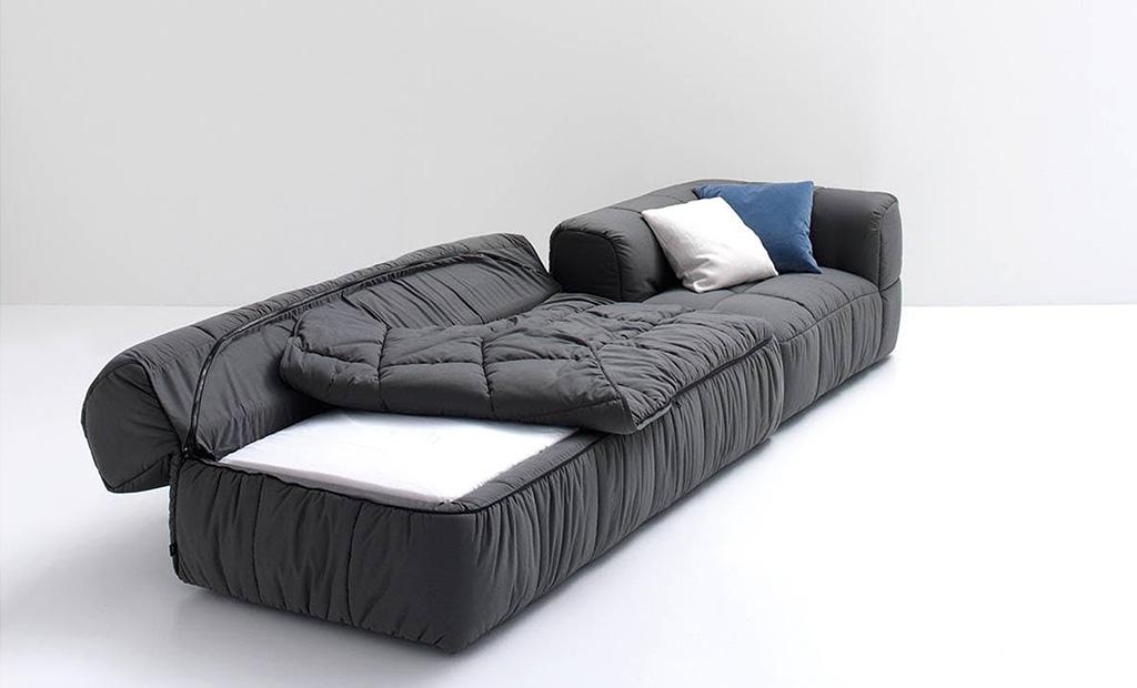 immagine del divano strips di cini boeri color antracite imbottito