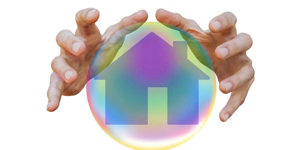mani che proteggono casa