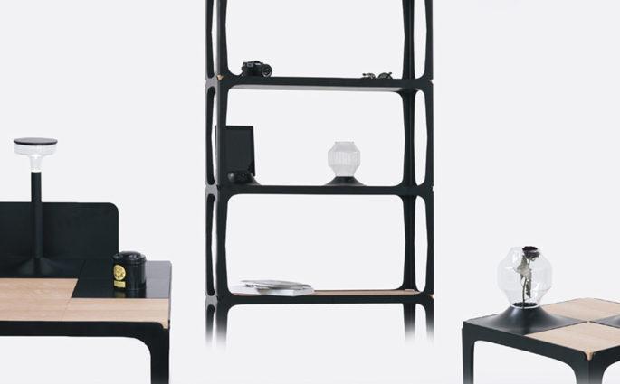 libreria con tavolo e scrivania neri