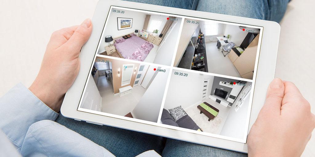 tablet con immagine telecamere di casa