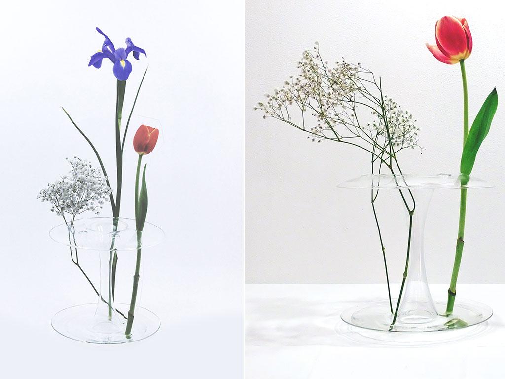 vaso di vetro forma a stelo con fiori dentro