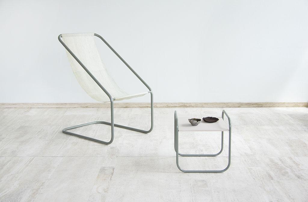 sedia e tavolinetto alluminio e tela bianca