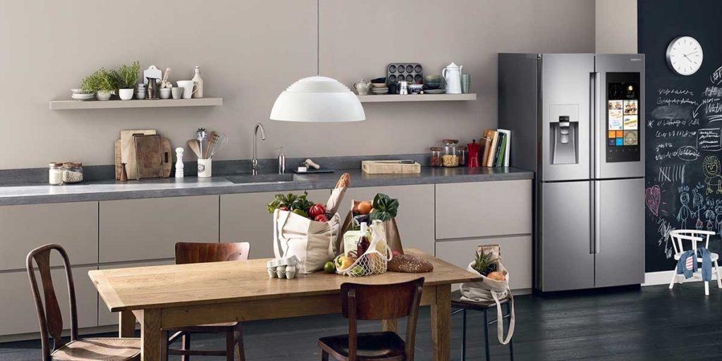 vista cucina con frigorifero smart
