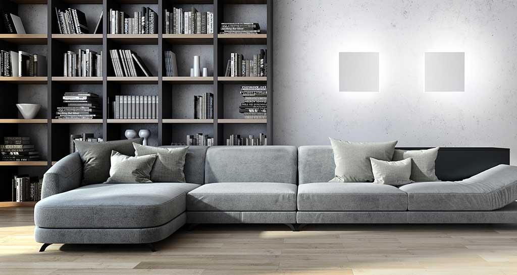 divano con lampade a parete