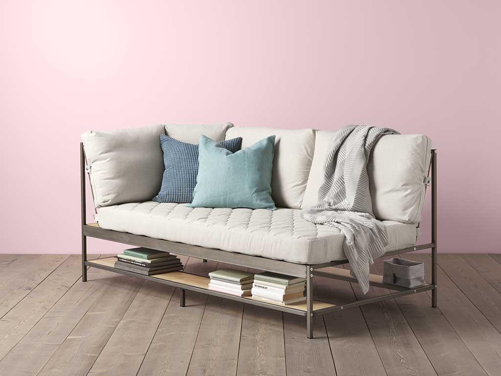 divano letto con ripiani bassi