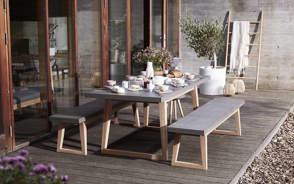 tavolo e panche da esterno stile nordico