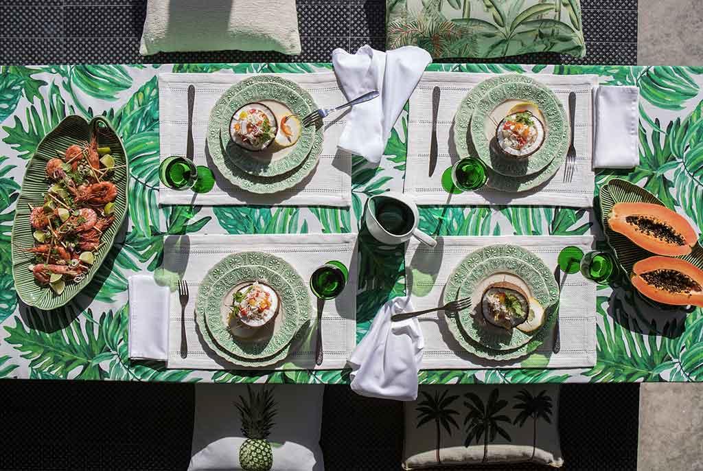 tavola apparecchiata in verde