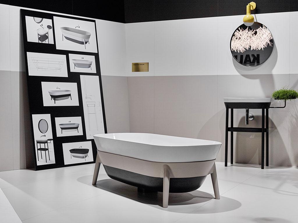 vista bagno con vasca e lavabo