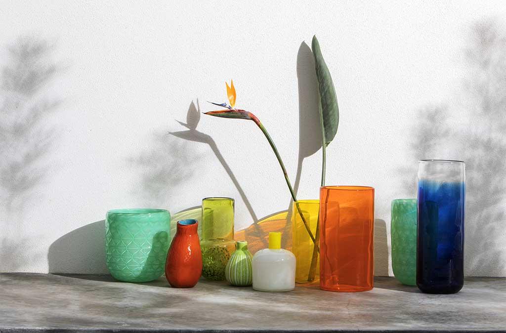 gruppo di vasi colorati per la casa