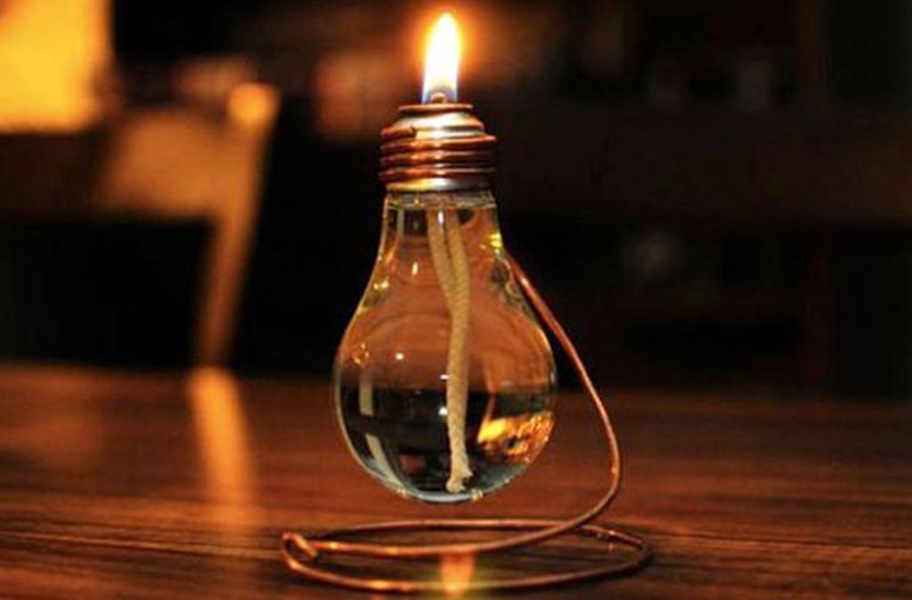 lampadina a olio accesa