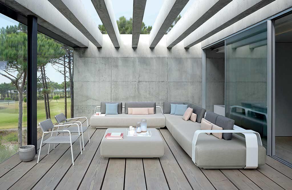 divano sotto patio esterno