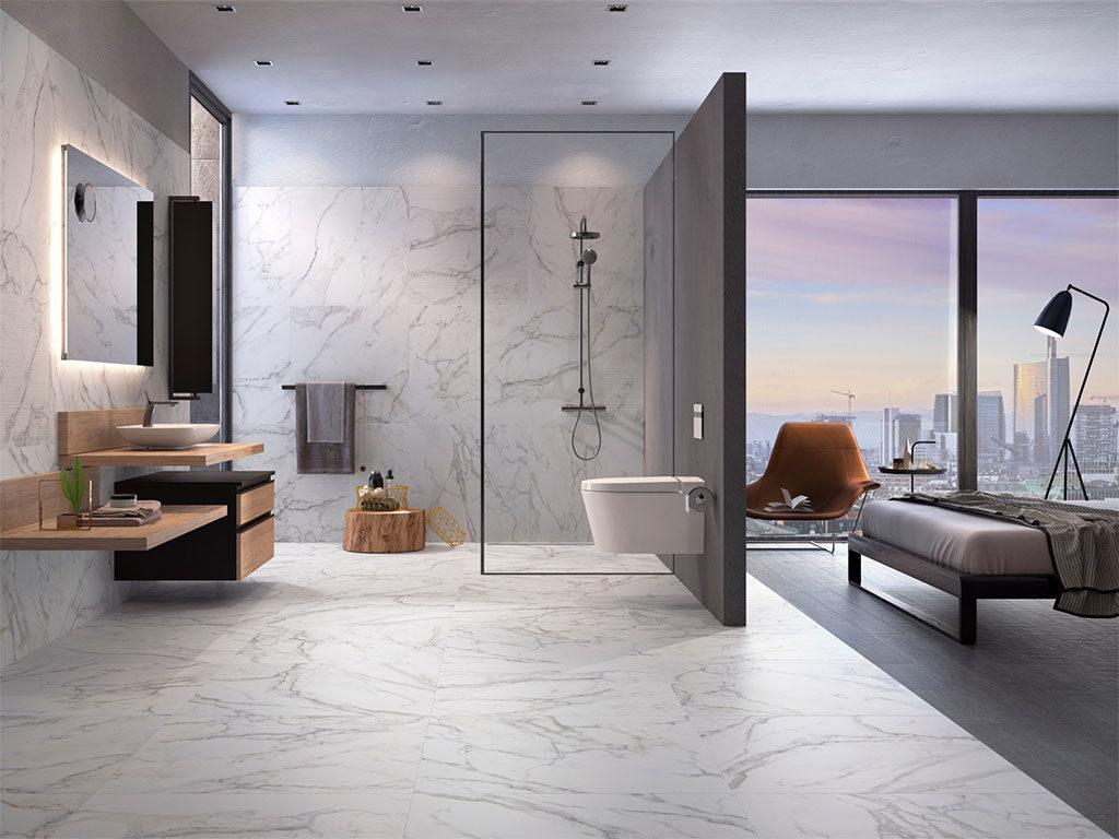 bagno moderno con rivestimento natura