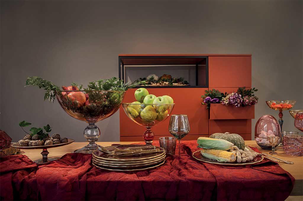 tavolo da pranzo drappo rosso