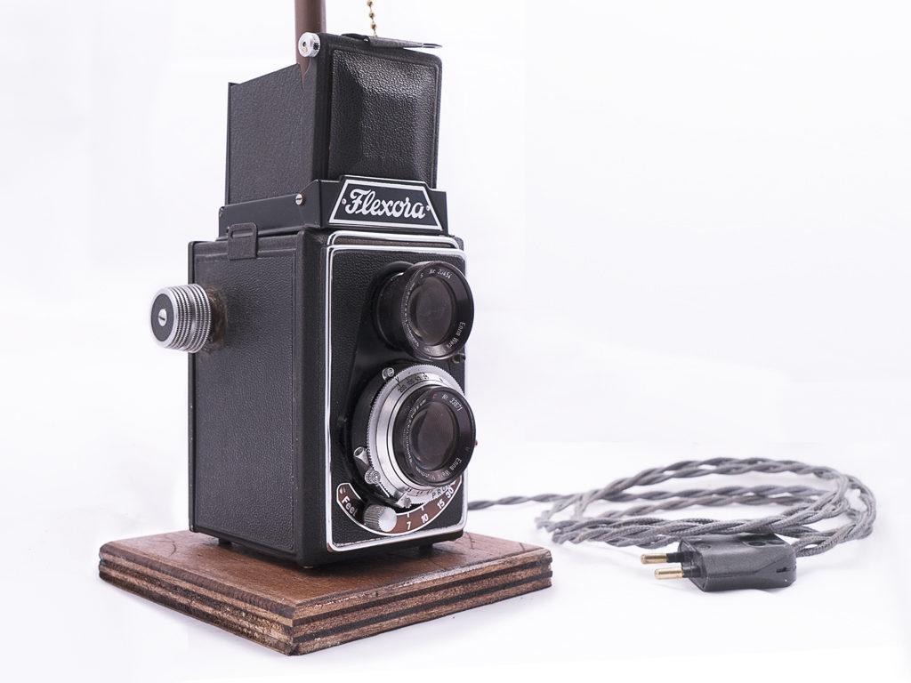 lampada riciclo macchina fotografica