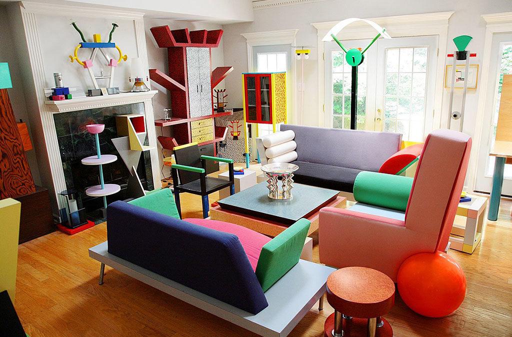 interno casa con mobili sottsass