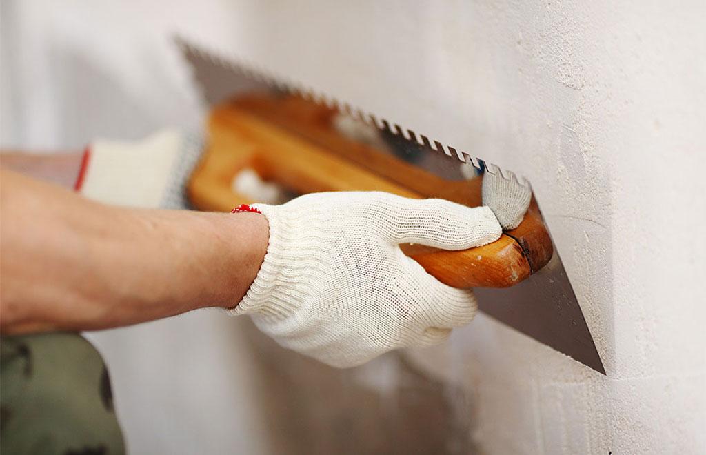 rasatura muro fatta a mano