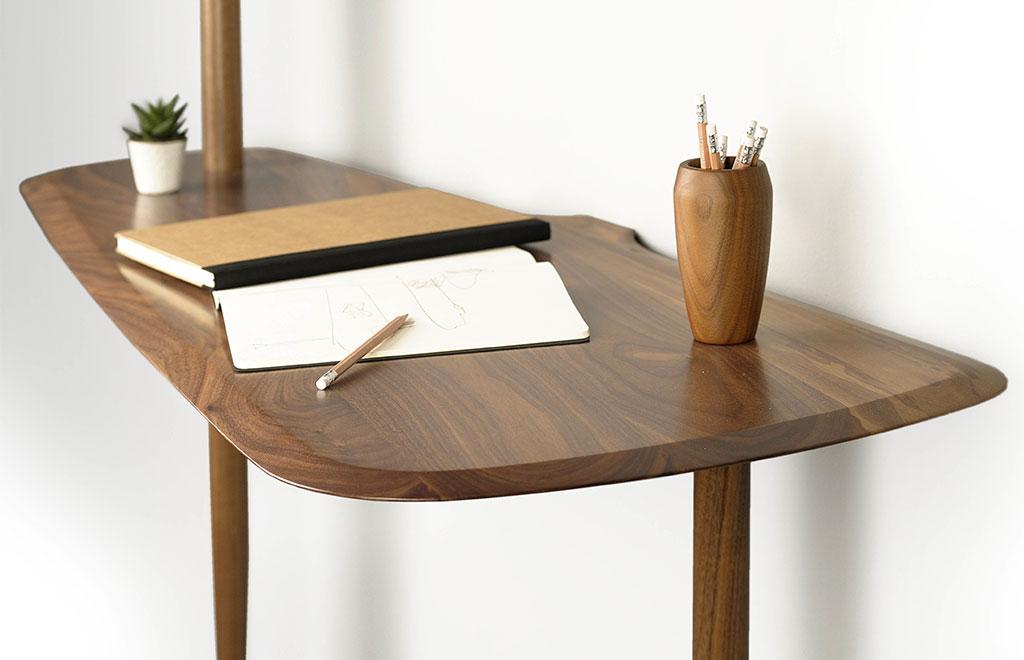 vista particolare scrittoio legno
