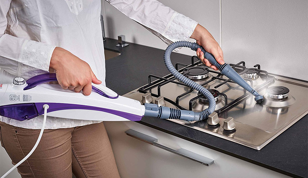 pulira piano cottura con vapore