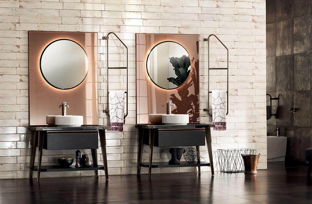 bagno doppi lavabi e specchi oro