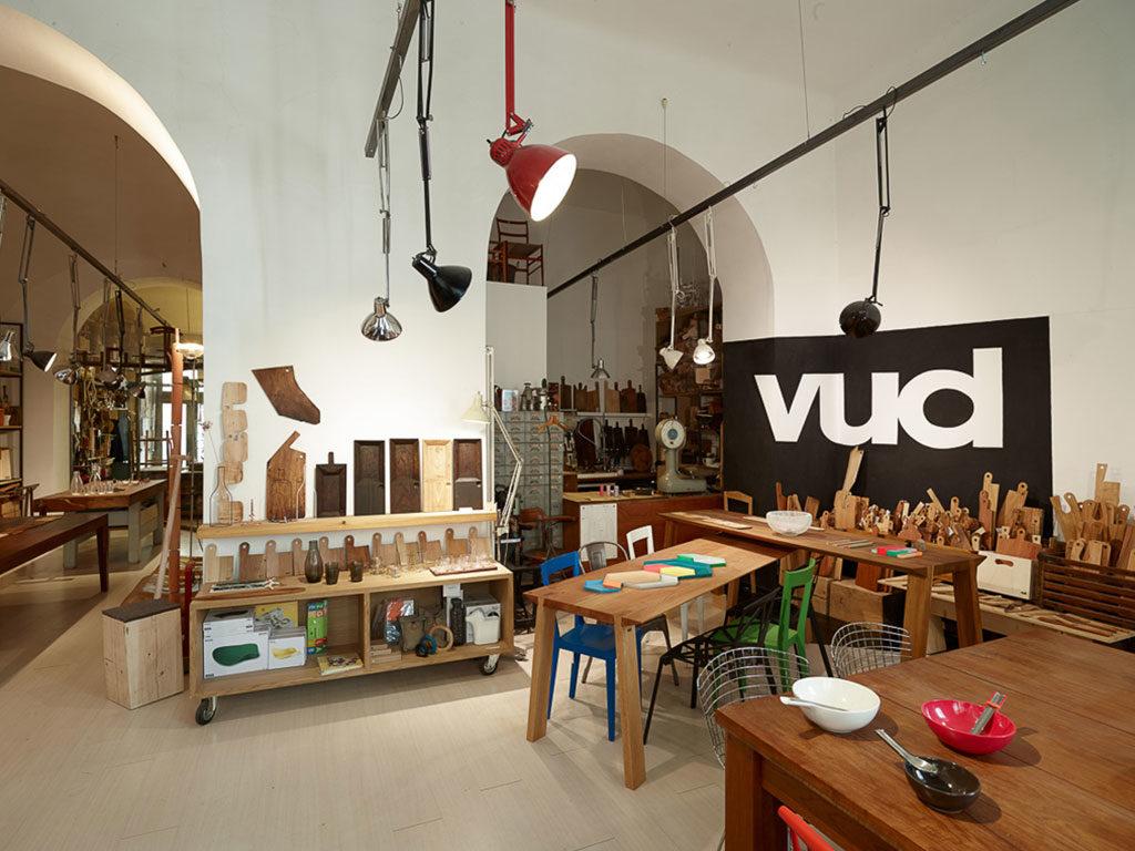interno negozio legno