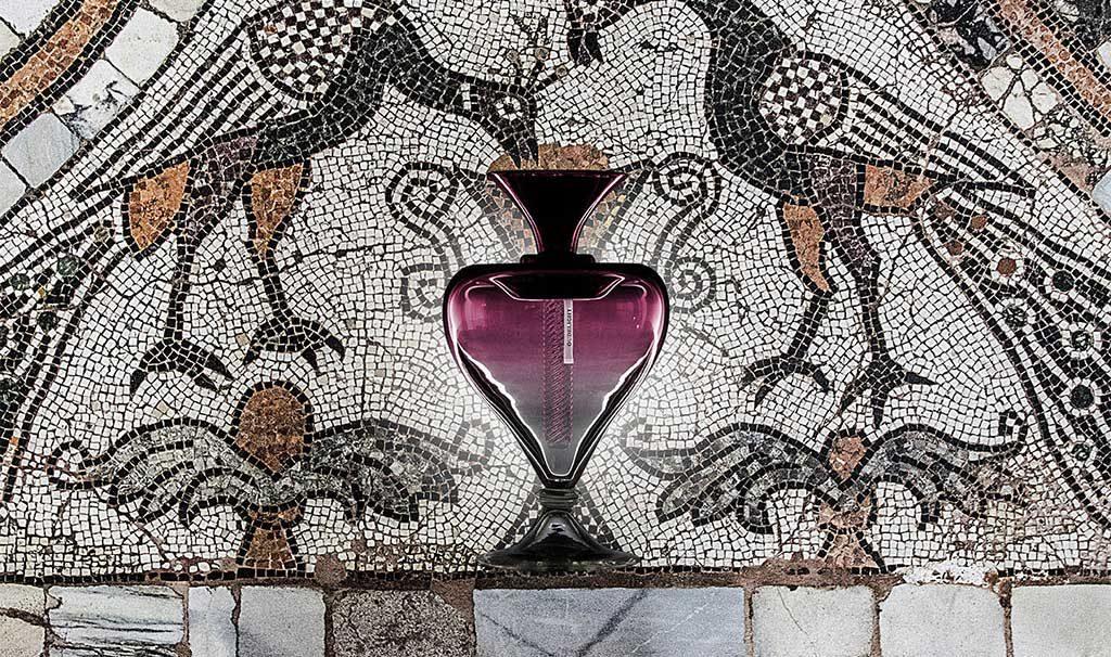 vaso vetro sfondo mosaico