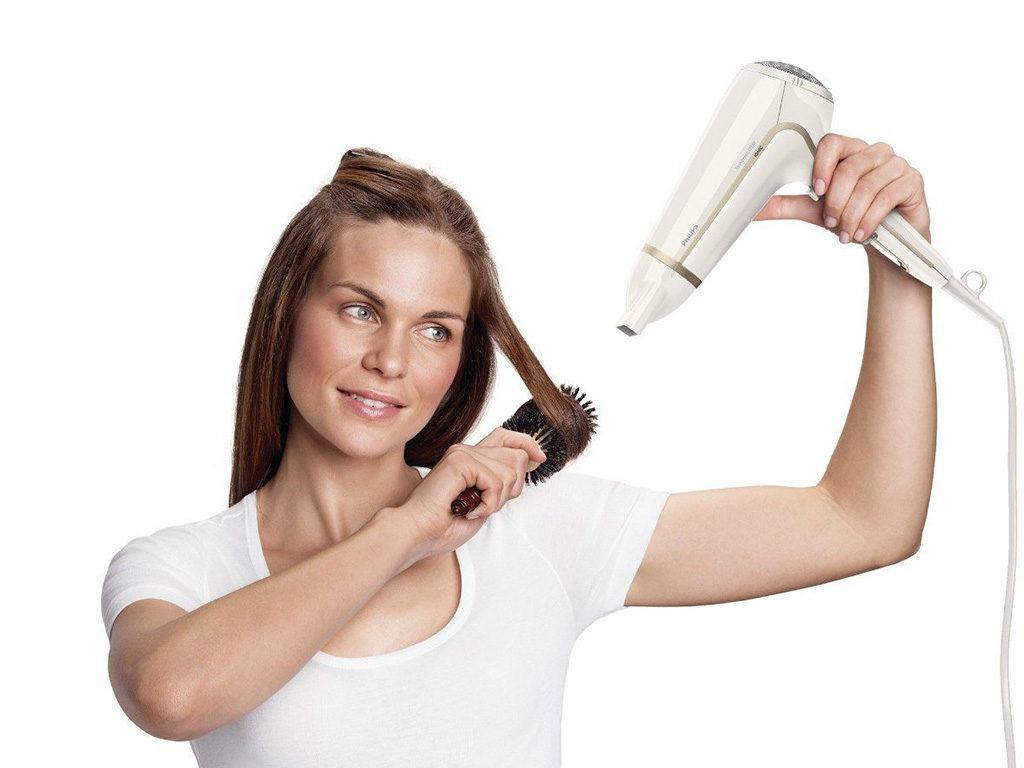 donna asciugacapelli spazzola