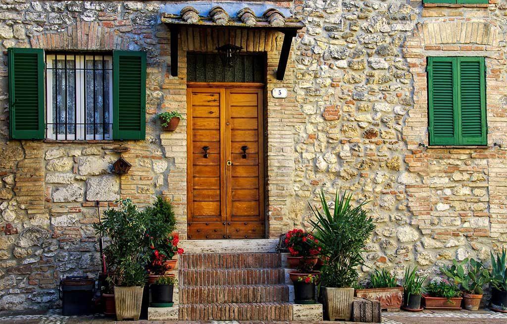 facciata casa pietra