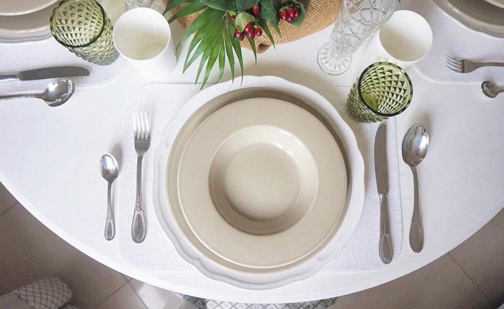 posate piatto sottopiatto tavola