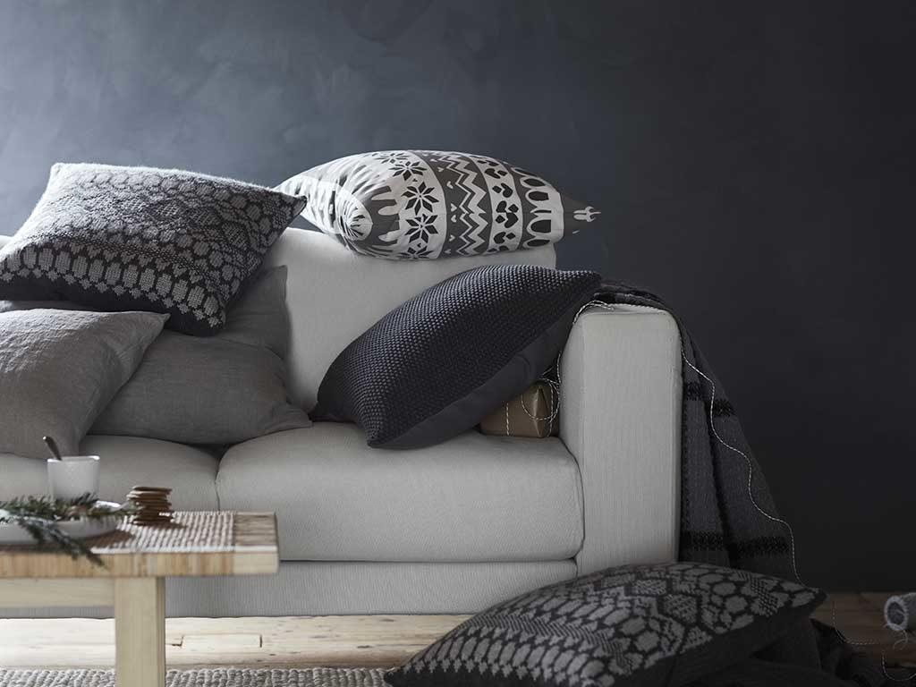 divano bianco cuscini