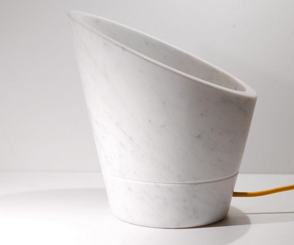 lampada tavolo in marmo taglio obliquo