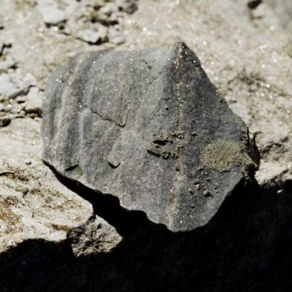 pietra scura grigio