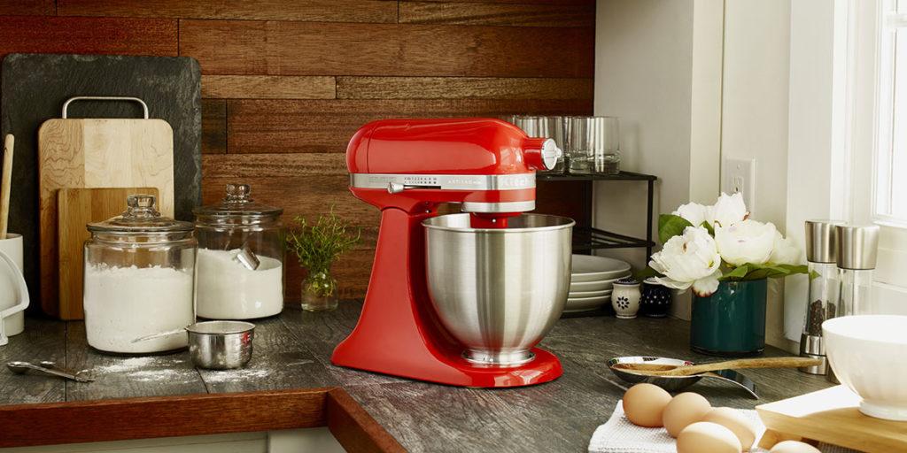 robot cucina rosso piano lavoro
