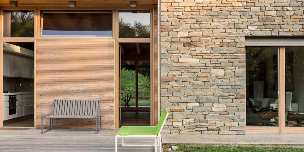 facciata casa serramenti legno