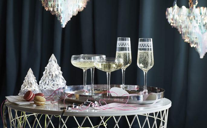 tavolino calici e coppe champagne