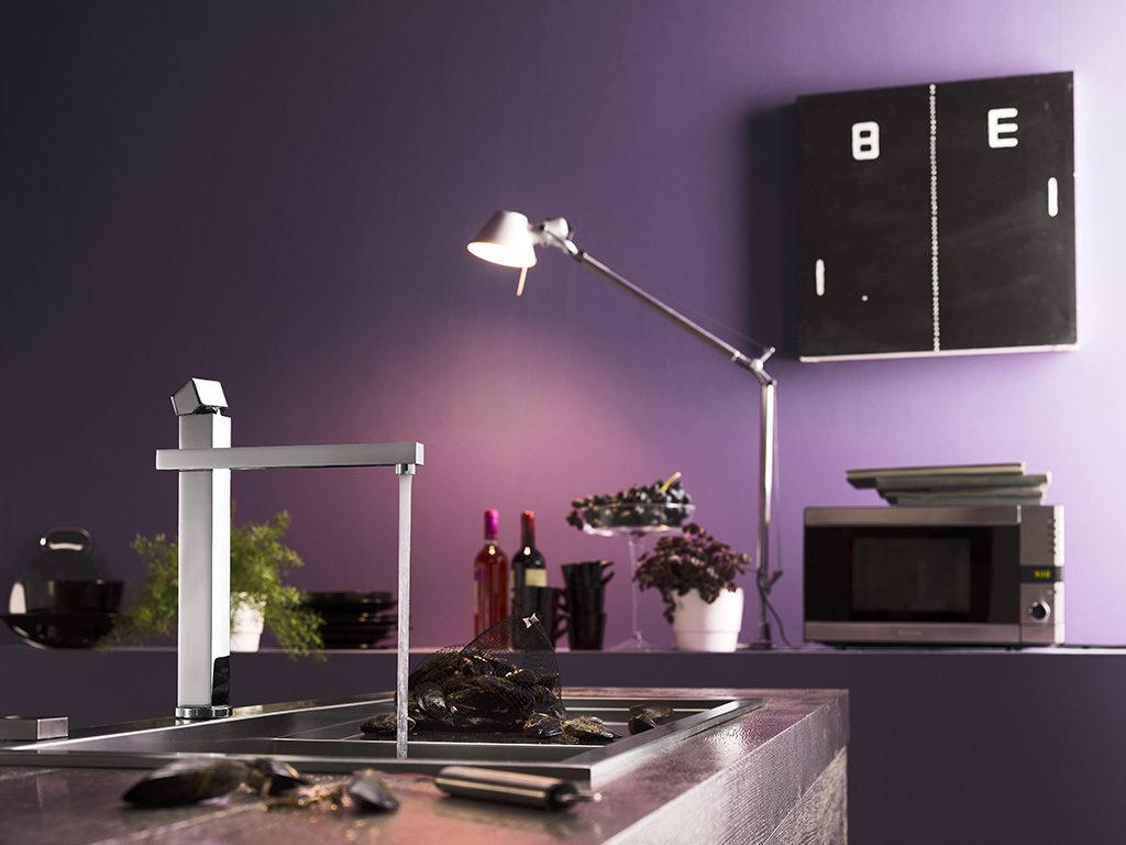 rubinetto lavello cucina pareti viola