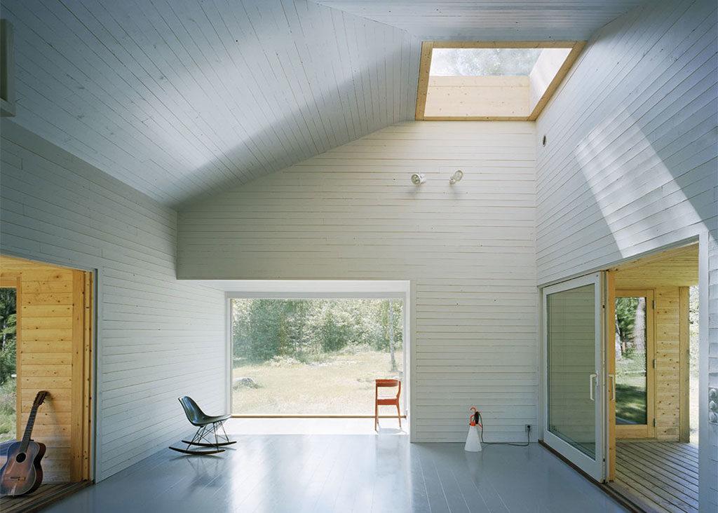 interno casa in legno senza mobili