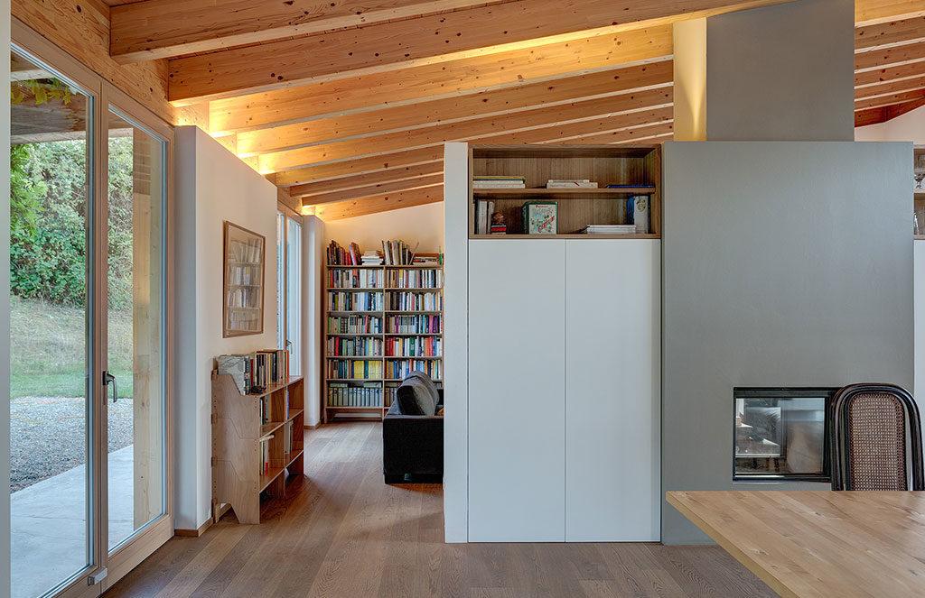 interno casa legno travi