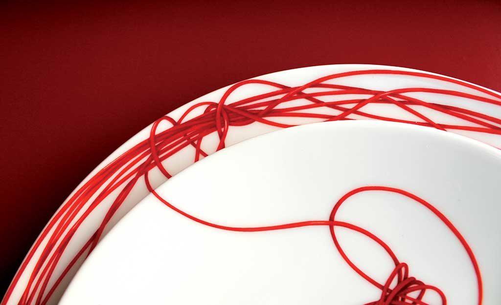 piatto ceramica filo rosso nodi