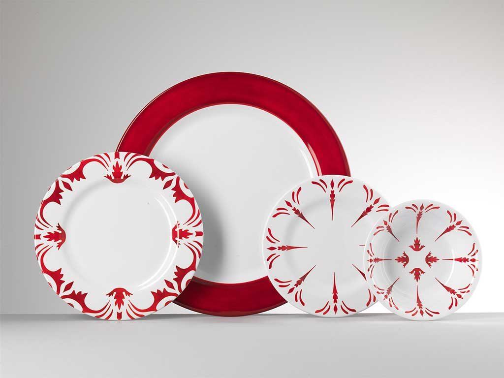 piatti rossi decori