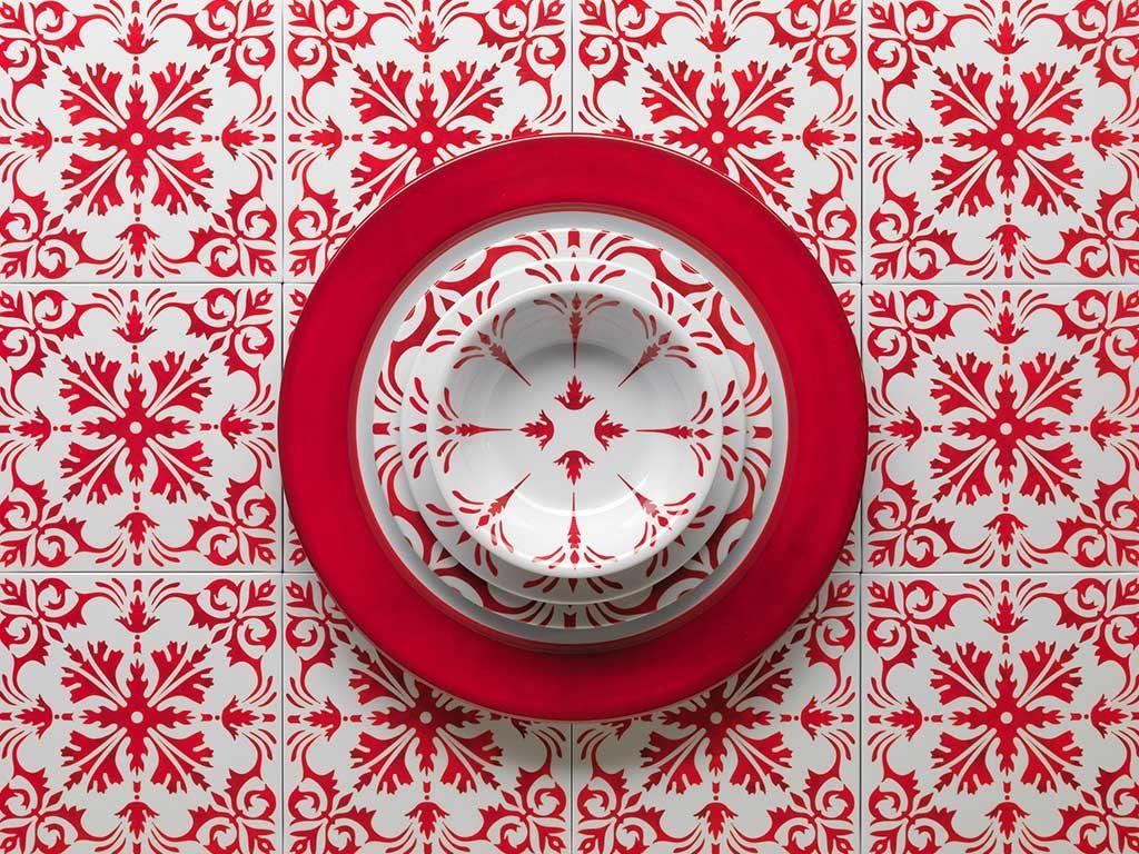 piatti decori rosso piastrelle